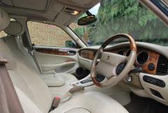 Daimler_Super_V8_Front_Interior_.JPG