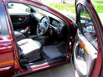 Drivers door open.jpg